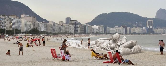 Projeto da Madonna de Michelangelo impressa em 3D na praia de Copacabana (Foto: Divulgação/Plastic Madonna)