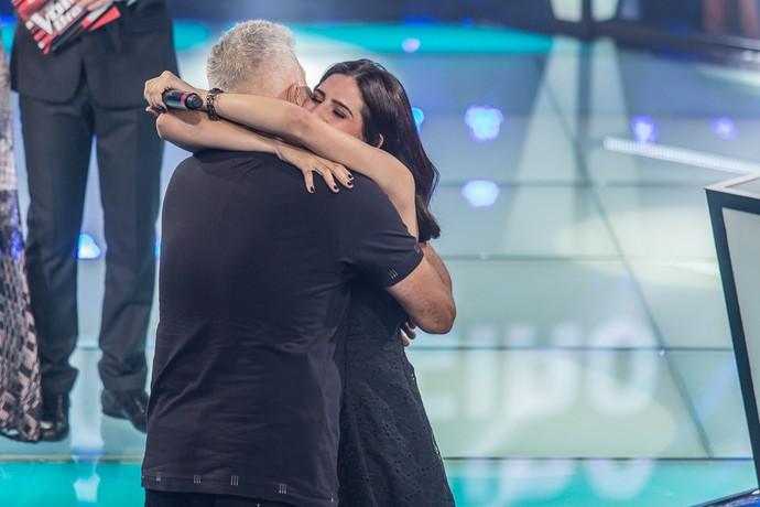 Lulu escolheu Vitória e deu esse abraço fofo <3 (Foto: Artur Meninea/Gshow)