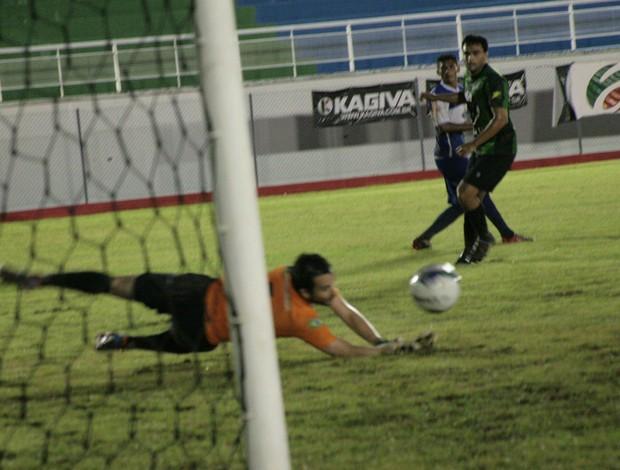 Com dois de Gessé, Atlético-AC vence Andirá e volta ao G-4 do Estadual (Foto: Wescley Camelo)