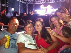 A família de valdecir Machado chegou às 14h na Prainha do Gasômetro (Foto: Vinicius Rebello/G1)