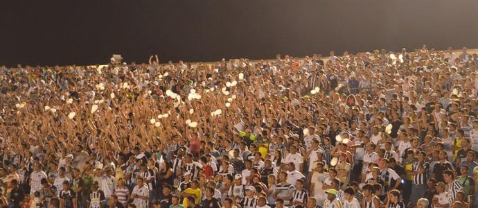 Torcida compareceu em grande número e fez uma linda festa nas arquibancadas do Almeidão (Foto: Rammom Monte / GloboEsporte.com/pb)