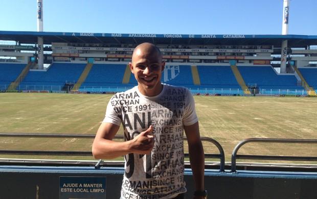 Jonathan Estrada visita Avaí Ressacada (Foto: Thiago Pravatto/Avaí FC)