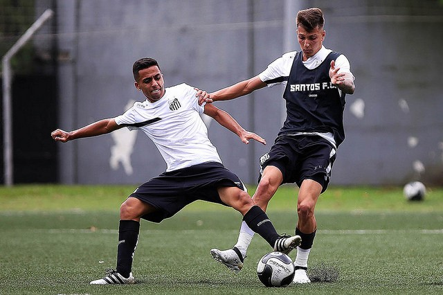 Guilherme Ruggieri e Giovane de Jesus (Foto:  Pedro Ernesto Guerra Azevedo/ Santos FC)