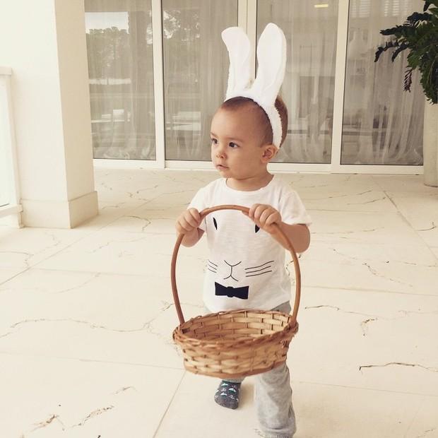 Alexandre, filho de Ana Hickmann, com orelhas de coelho para a Páscoa (Foto: Instagram)