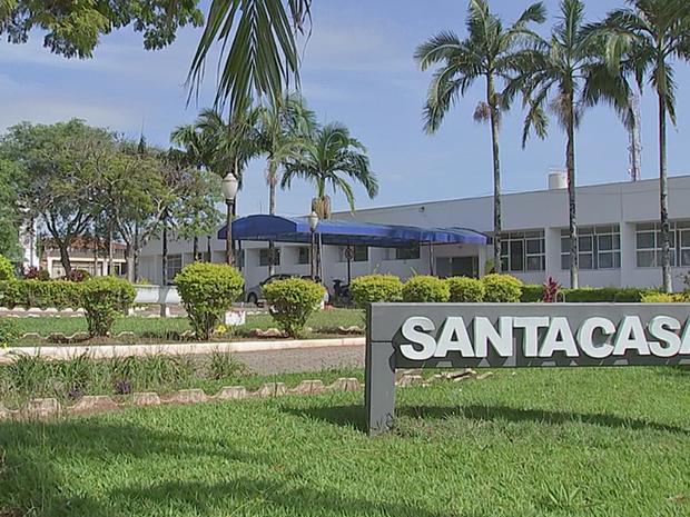 Funcionários do hospital estão sem receber pagamentos desde maio (Foto: Reprodução/TV TEM)