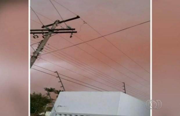 Moradores registraram tempestade de poeira em pelo menos 4 cidades goianas (Foto: Reprodução/TV Anhanguera)