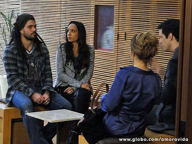 Ninho e Alejandra concordam com o plano de Félix (Foto: Amor à Vida/TV Globo)