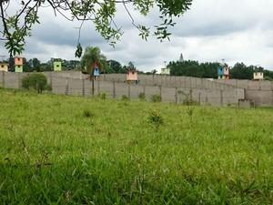 Santuário fica a cerca de 100 metros de residências na zona rural de Sorocaba  (Foto: Mayara Corrêa/G1)