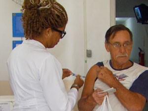 Idoso recebe vacina em Dia D contra a gripe em Campinas (Foto: Lana Torres / G1 Campinas)