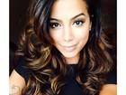 Anitta surge com o cabelo mais claro em selfie e ganha elogio: 'Diva'