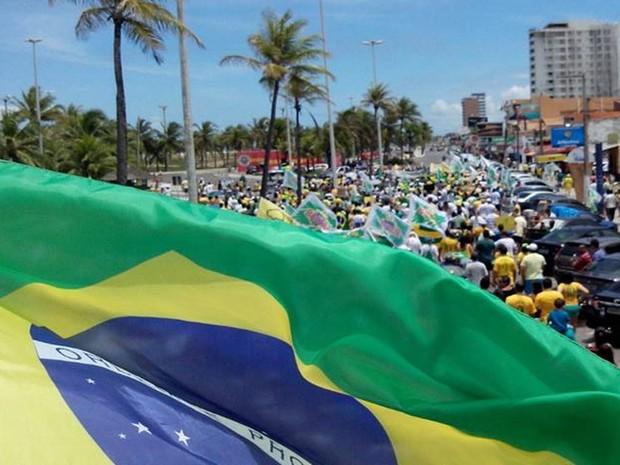 Em Aracaju, manifestantes saíram dos Arcos da Orla da Atalaia até a Passarela do Caranguejo (Foto: Tássio Andrade/G1)