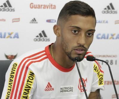 César Martins concede coletiva no Flamengo (Foto: Gilvan de Souza / Flamengo)