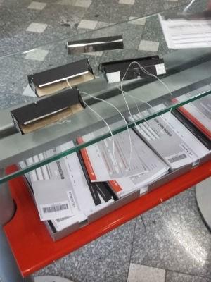 Cliente encontrou os equipamentos em banco de Sorocaba (Foto: Roberta Moraes/TV Tem)