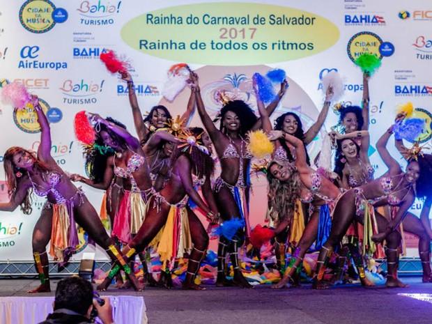 Candidatas desfilaram durante a final realizada no sábado (11) (Foto: Divulgação)
