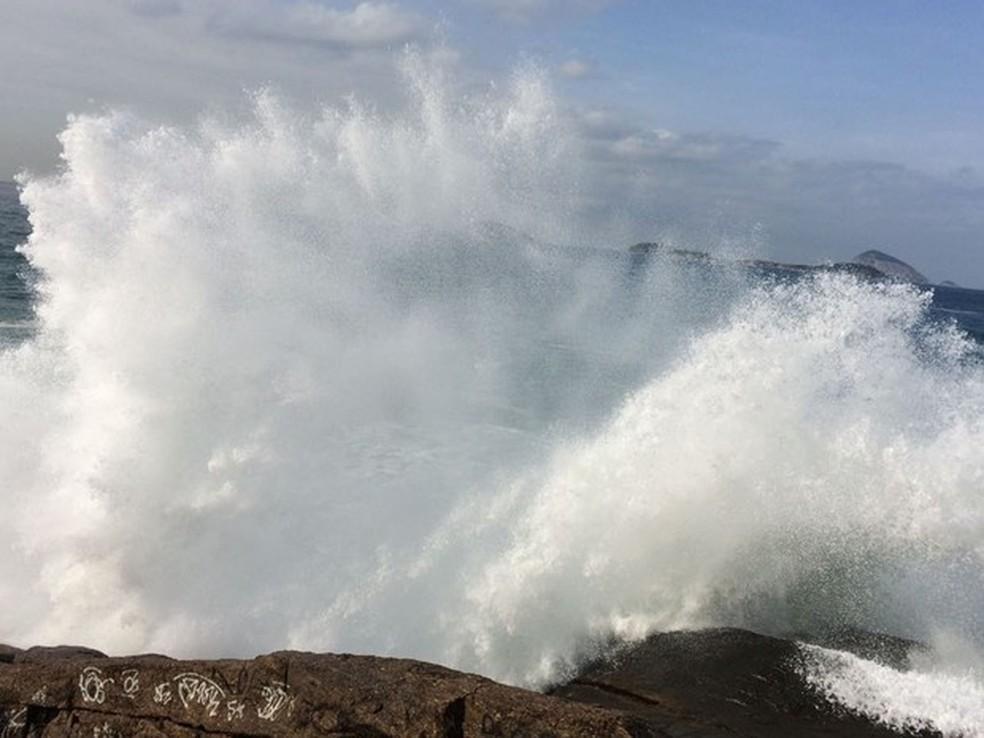 Previsão da Marinha é de ondas de até 3,5 metros (Foto: Gabriel Barreira/G1)