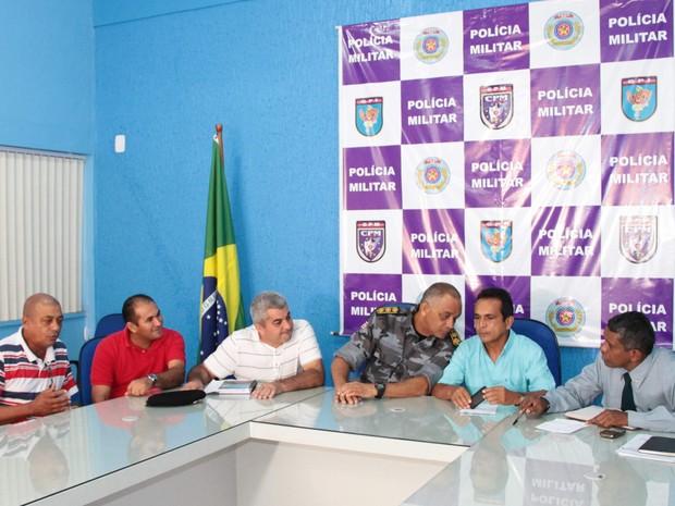 Reunião entre representantes da PM e Sindicato dos Rodoviários  (Foto: Biaman Prado/O Estado)
