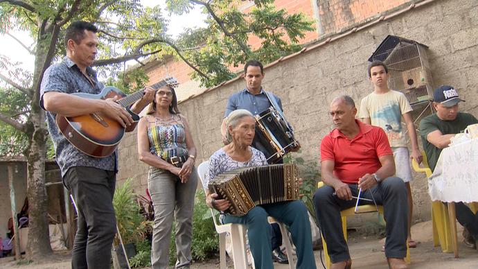 Hilda, nossa homenageada no Dia das Mães, é responsável por unir a família pela música (Foto: Divulgação/ TV Gazeta ES)
