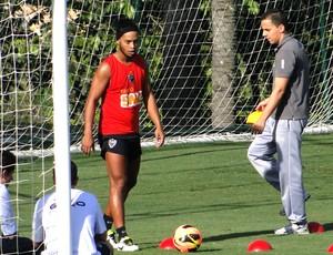 Ronaldinho Gaucho treinando no ct do Atletico Mg (Foto: Fernando Martins / Miguel)