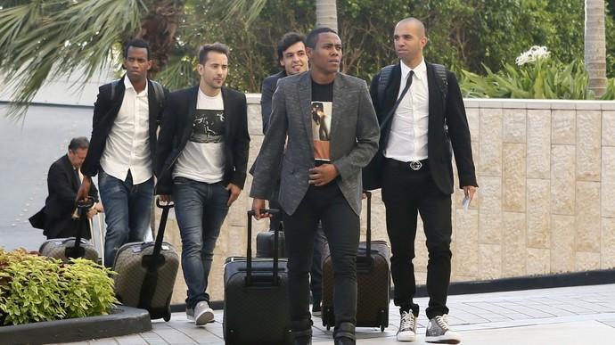 Diego TArdelli, Gil, Éverton Ribeiro e Ricardo Goulart chegam ao hotel onde ficarão hospedados com a Seleção em Miami (Foto: Rafael Ribeiro / CBF)