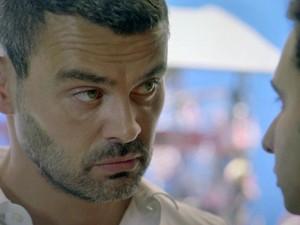 Marcão aceita ser informante de Maurílio em troca de dinheiro (Foto: TV Globo)