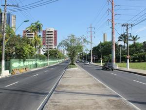 Outra rota para chegar ao Centro é utilizar a Avenida Efigênio Sales (Foto: Adneison Severiano/G1 AM)
