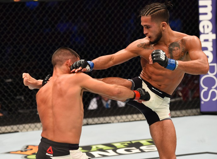 Sergio Pettis Chris Cariaso UFC 192 MMA (Foto: Getty Images)