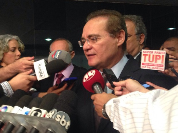 O presidente do Senado, Renan Calheiros (PMDB-AL), fala sobre o estatuto do desarmamento (Foto: Marianna Holanda/G1 )