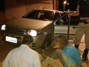 Bandidos foram presos após acidente durante perseguição policial (Foto: Polícia Militar/Divulgação)