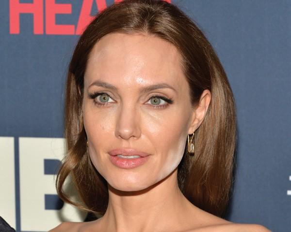 Não exagere no pó translúscio, como fez Angelina Jolie, porque ele vai sair registrado na foto (Foto: Getty Images)