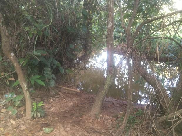 O corpo de Kely foi encontrado no córrego Francisquinha, em Porto Nacional (Foto: Jesana de Jesus/G1)