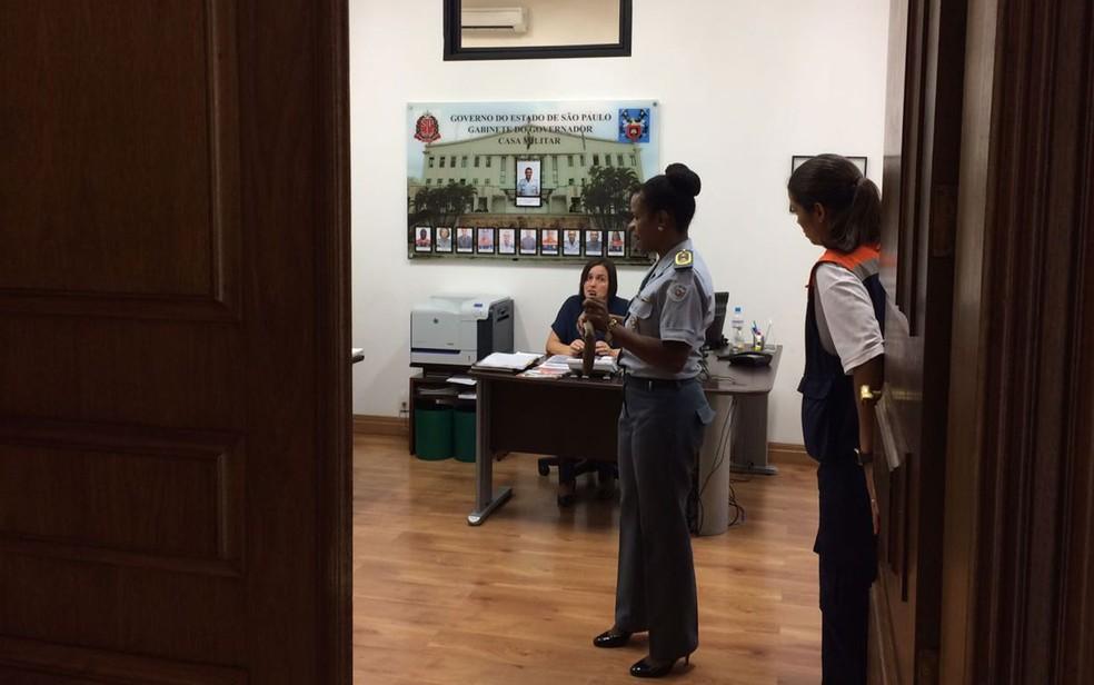 Coronel em seu gabinete, no Palácio dos Bandeirantes, em SP (Foto: Lívia Machado/G1)