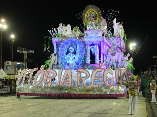 Carro abre-alas da Vítória Régia (Foto: Suelen Gonçalves/ G1 AM)
