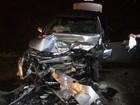 Três ficam feridos e carros destruídos após batida frontal no norte da Bahia