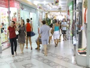 Comércio deve ficar aberto até 20h em Divinópolis (Foto: Anna Lúcia Silva/ G1)