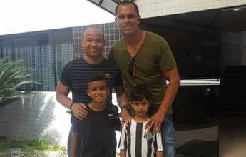 A convite de Léo, Giovanni vai jogar amistoso do Santos contra o Benfica