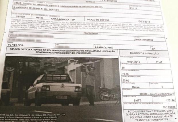 Condutor recebe multa estando do lado de fora do veículo em Araraquara (Foto: Arquivo Pessoal)