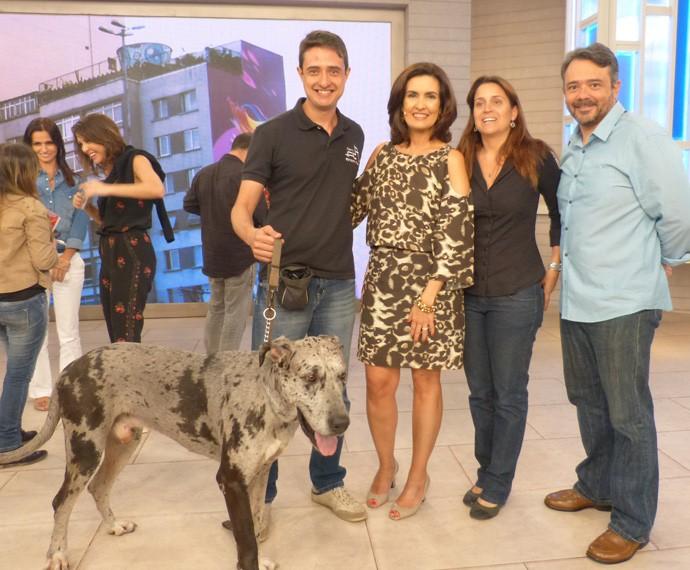 Cachorros gigantes invadiram o palco do Encontro (Foto: Viviane Figueiredo Neto/ Gshow)