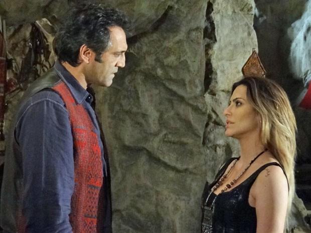 Zyah diz para Bianca que ama ela e Ayla (Foto: Salve Jorge/ TV Globo)