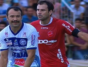Neto Gaúcho, zagueiro do Vila Nova Romerito (Foto: Reprodução/TV Anhanguera)