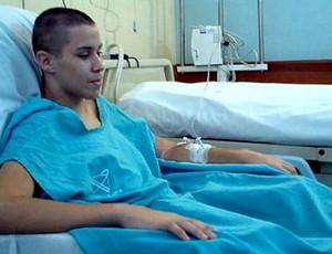 Gabriel Diniz, lutador de jiu-jítsu, no hospital (Foto: Reprodução/TV Gazeta)