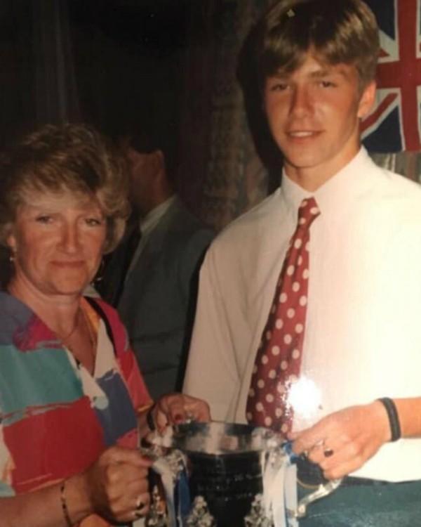 David Beckham com a mãe (Foto: Reprodução/Instagram)