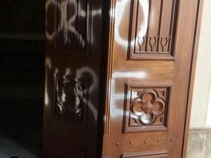 Catedral foi alvo de vandalismo durante a madrugada (Foto: Ana de Oliveira/ arquivo pessoal)