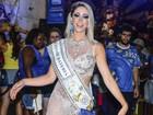 Carol Narizinho aposta em vestido transparente para cair no samba