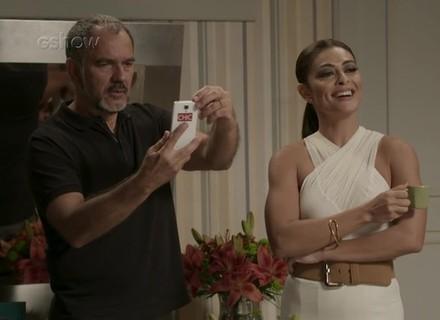 Teaser: Germano vê foto de Lili e Rafael juntos