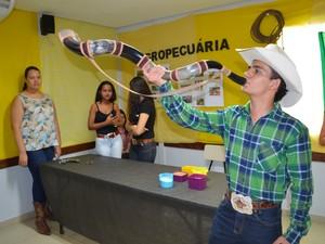 Henrique de Paulo se vestiu de cowboy pra representar Goiás (Foto: Rogério Aderbal/G1)