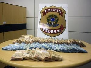 Em maio, Polícia Federal apreendeu R$ 468 mil, US$ 44 mil e € 5.280 (Foto: Divulgação/Polícia Federal)