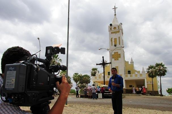 Marcos Teixeira mostra a fé e devoção dos milhares de pessoas que visitam a cidade (Foto: Katylenin França/TV Clube)