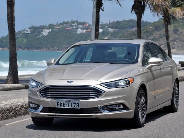 Ford Fusion Hybrid 2017 Foto Divulgação