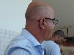Vereador foi localizado por fiscais do TRE dentro da estação das barcas em Paquetá  (Foto: Divulgação/Coordenadoria de Fiscalização de Propaganda Eleitoral)