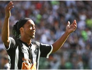 Ronaldinho Gaúcho comemora a vitória (Foto: Bruno Cantini / Site Oficial do Atlético-MG)